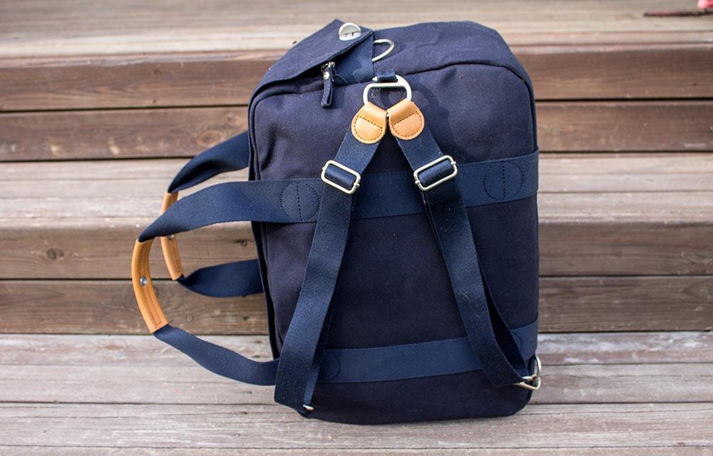 The versatile shoulder strap transforms intobackpack straps.
