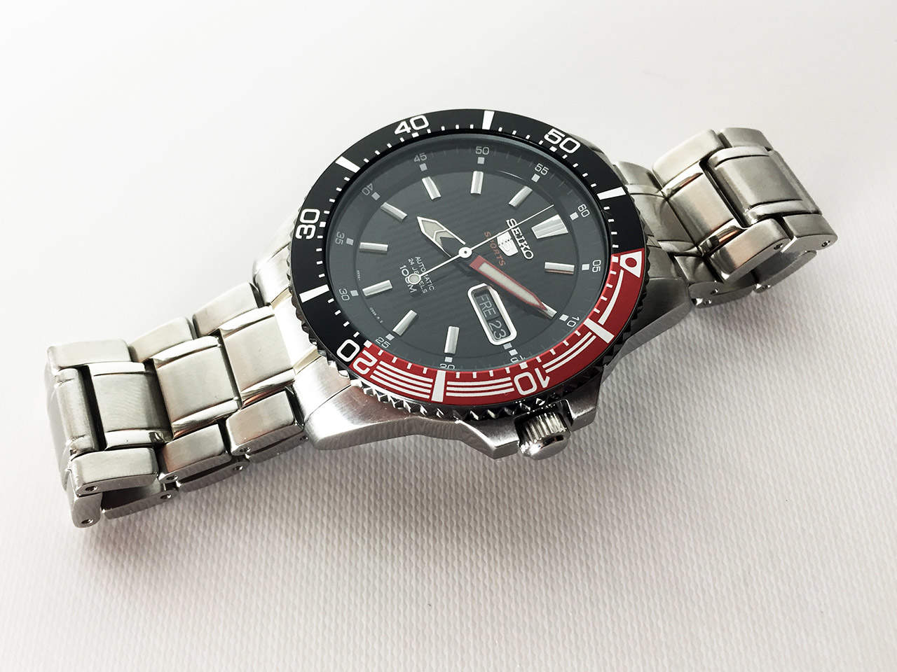 The Seiko 5 is an excellent price-quality ratio diving watch.