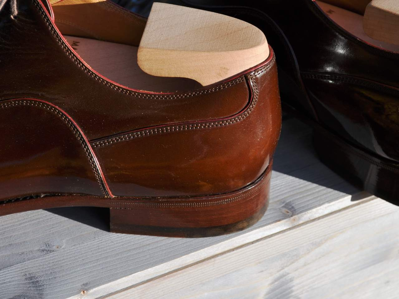 Seamless heel and the clean curvature of seams give the shoes a classic, elegant look